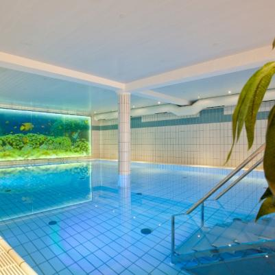 Schwimmbad940