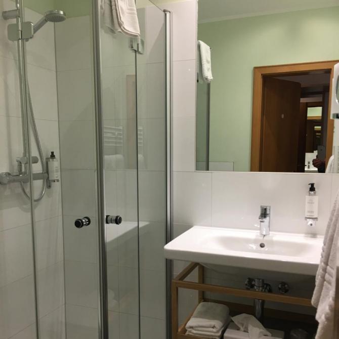 Dusche- WC Standardzimmer